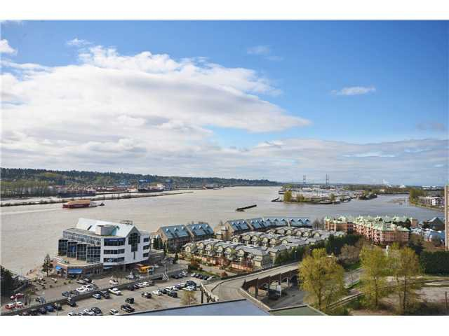 "Main Photo: 1901 892 CARNARVON Street in New Westminster: Downtown NW Condo for sale in ""Azure 2"" : MLS®# V1044252"