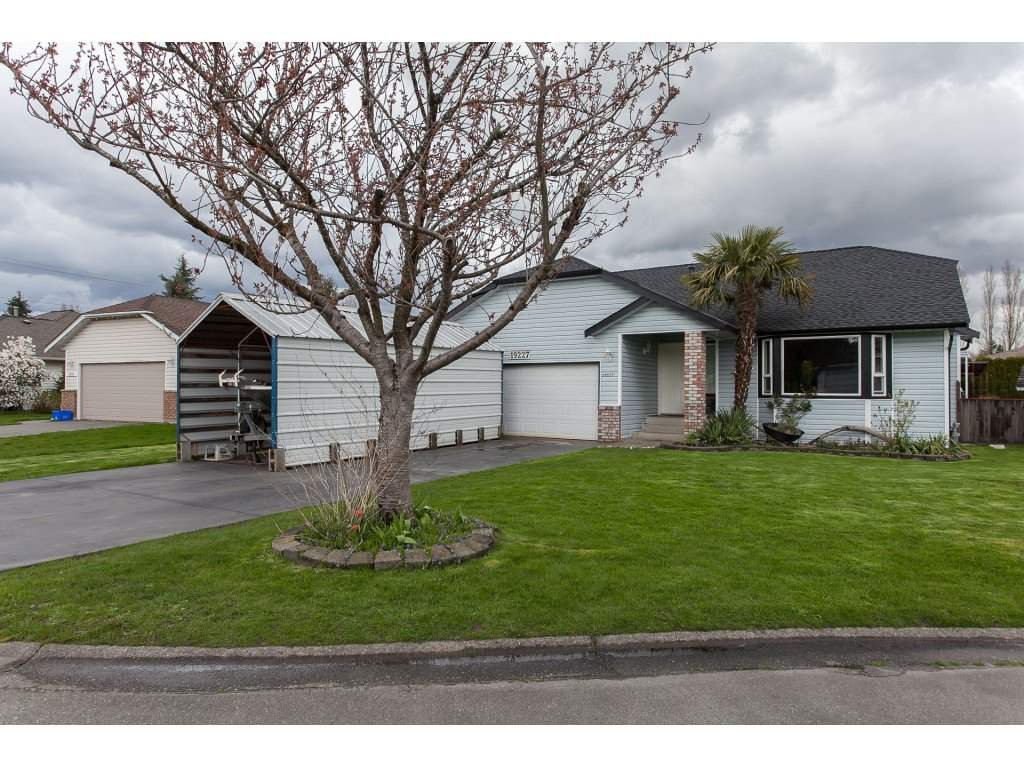 Main Photo: 19227 59 Avenue in Surrey: Cloverdale BC House for sale (Cloverdale)  : MLS®# R2156962