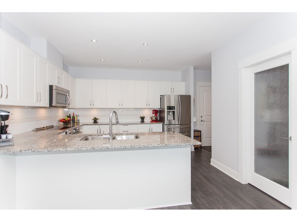 """Photo 6: Photos: 223 20728 WILLOUGHBY TOWN CENTRE Drive in Langley: Willoughby Heights Condo for sale in """"KENSINGTON AT WILLOUGHBY TOWN CENTER"""" : MLS®# R2169446"""