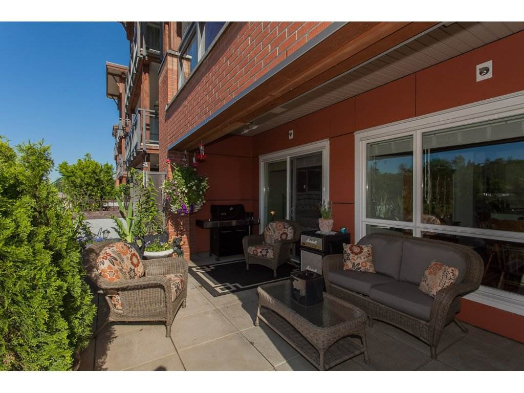 """Photo 20: Photos: 223 20728 WILLOUGHBY TOWN CENTRE Drive in Langley: Willoughby Heights Condo for sale in """"KENSINGTON AT WILLOUGHBY TOWN CENTER"""" : MLS®# R2169446"""