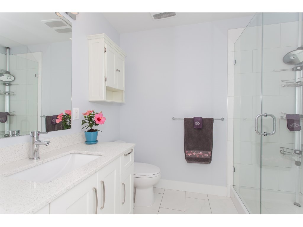 """Photo 14: Photos: 223 20728 WILLOUGHBY TOWN CENTRE Drive in Langley: Willoughby Heights Condo for sale in """"KENSINGTON AT WILLOUGHBY TOWN CENTER"""" : MLS®# R2169446"""