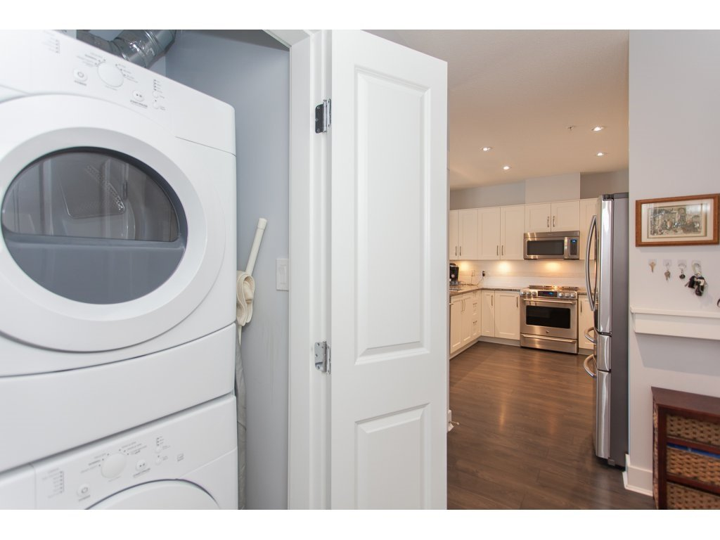 """Photo 18: Photos: 223 20728 WILLOUGHBY TOWN CENTRE Drive in Langley: Willoughby Heights Condo for sale in """"KENSINGTON AT WILLOUGHBY TOWN CENTER"""" : MLS®# R2169446"""