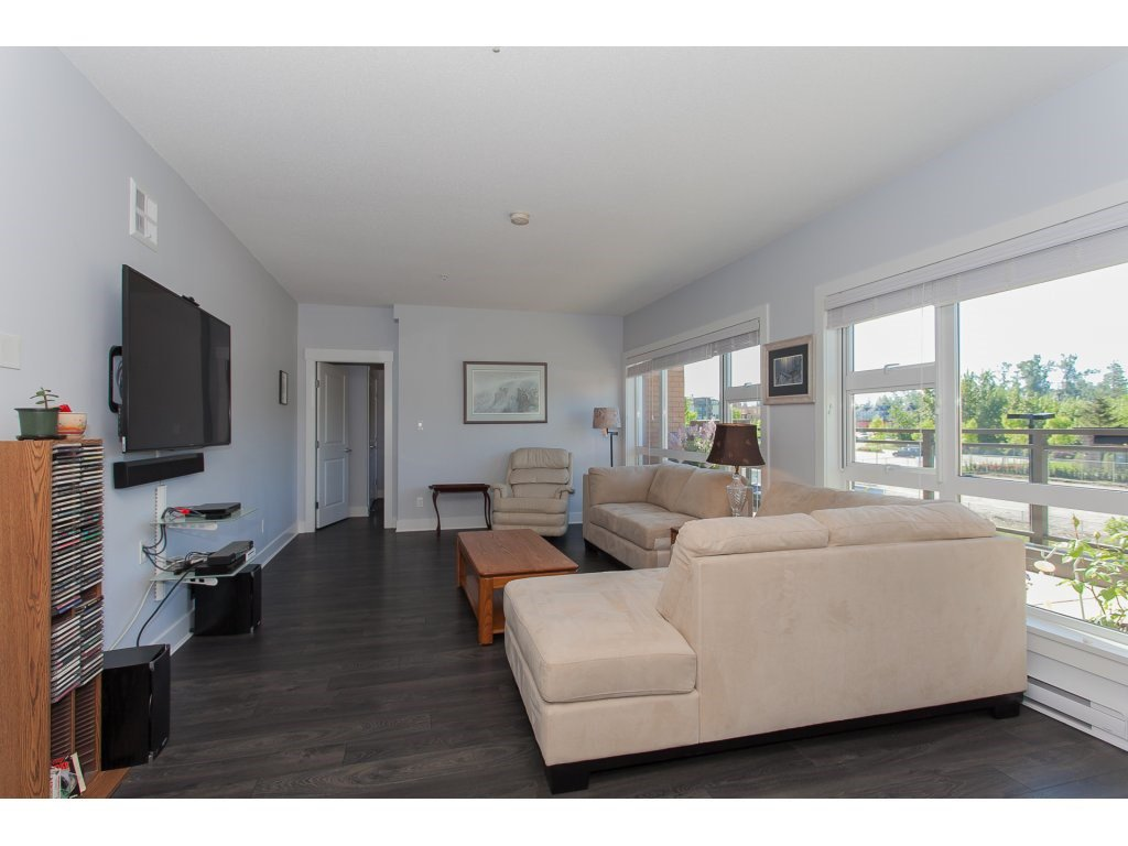"""Photo 9: Photos: 223 20728 WILLOUGHBY TOWN CENTRE Drive in Langley: Willoughby Heights Condo for sale in """"KENSINGTON AT WILLOUGHBY TOWN CENTER"""" : MLS®# R2169446"""