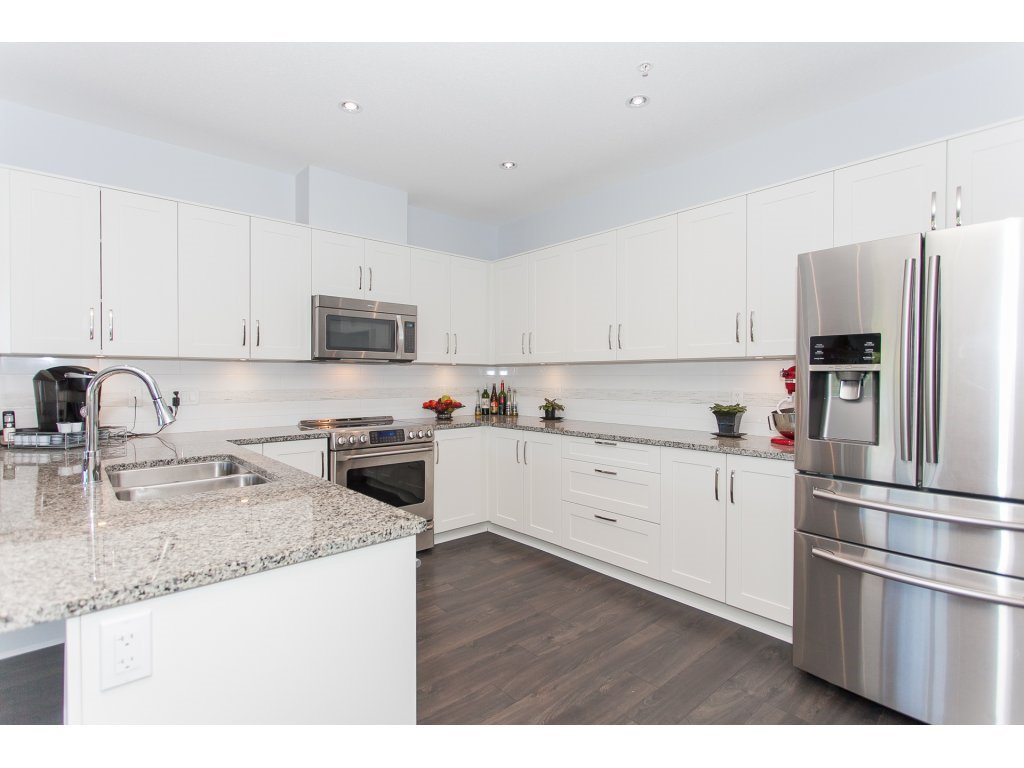 """Photo 3: Photos: 223 20728 WILLOUGHBY TOWN CENTRE Drive in Langley: Willoughby Heights Condo for sale in """"KENSINGTON AT WILLOUGHBY TOWN CENTER"""" : MLS®# R2169446"""