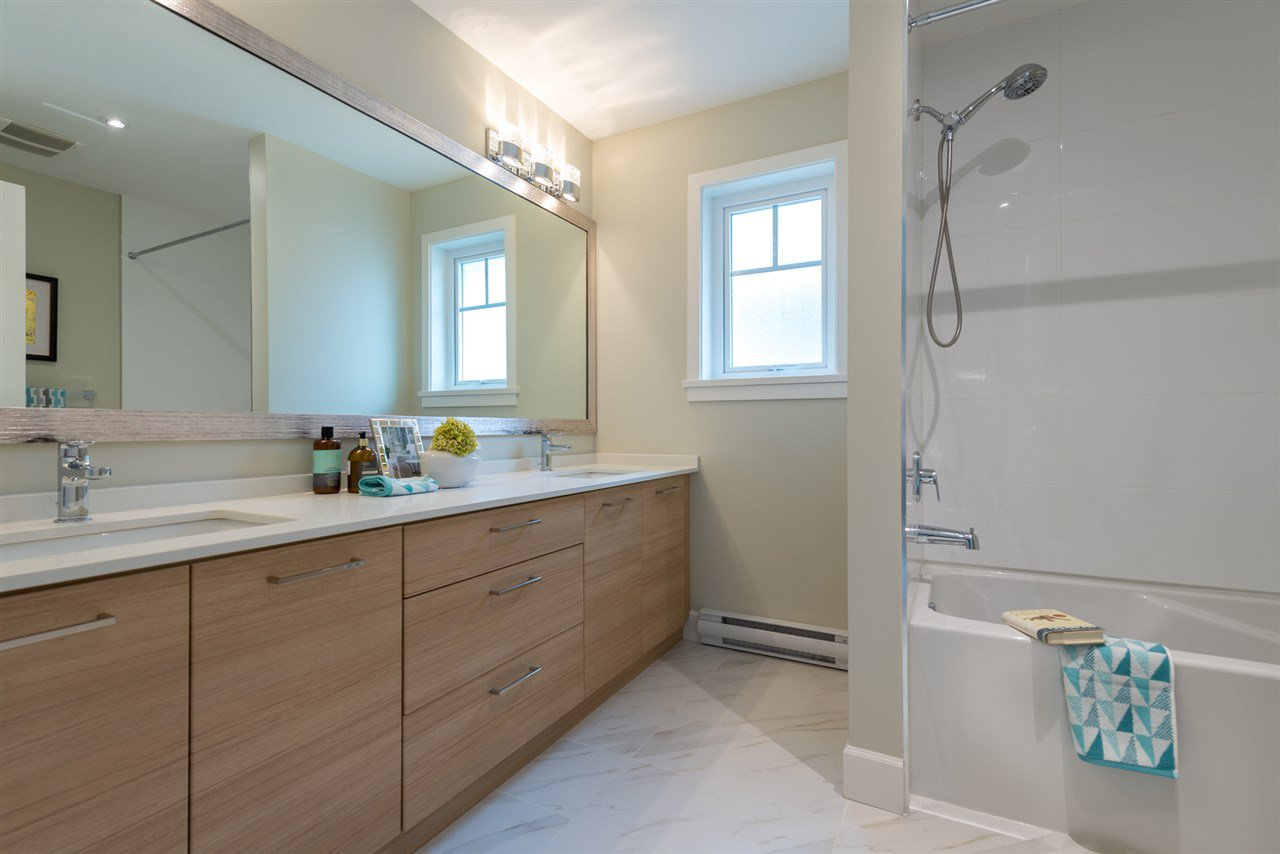 """Photo 13: Photos: 6 6511 NO 2 Road in Richmond: Riverdale RI Townhouse for sale in """"OVAL GARDENS"""" : MLS®# R2191398"""