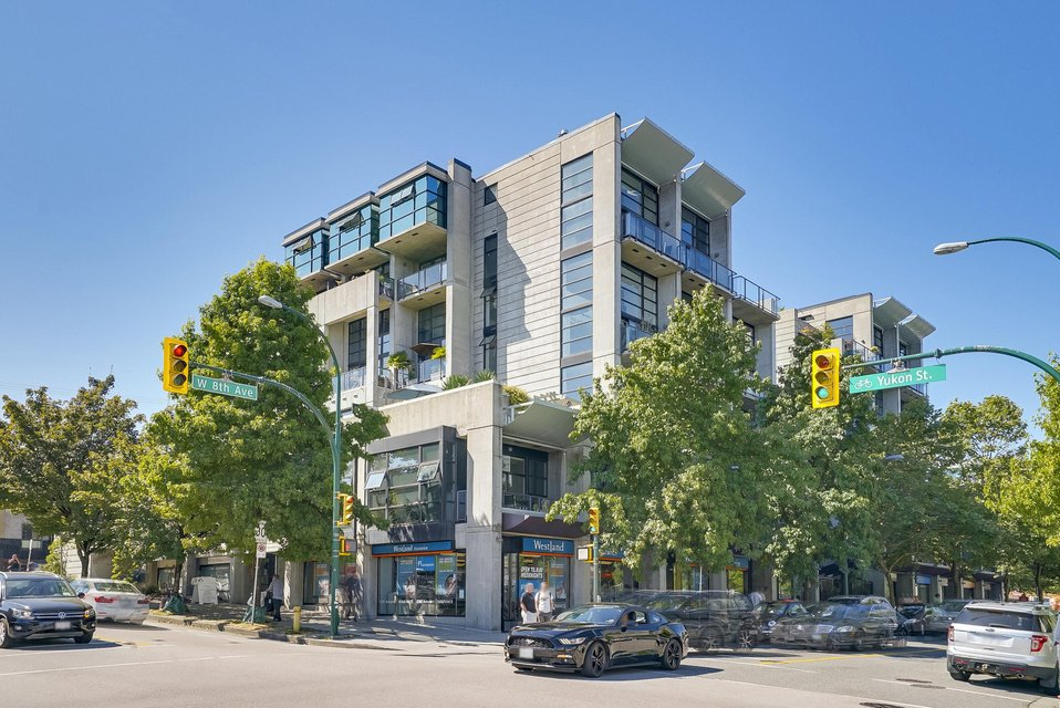 "Main Photo: 314 428 W 8TH Avenue in Vancouver: Mount Pleasant VW Condo for sale in ""XTRAORDINARY LOFTS"" (Vancouver West)  : MLS®# R2199425"