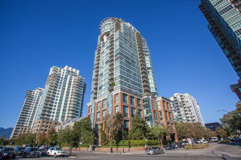 "Main Photo: 801 1088 QUEBEC Street in Vancouver: Mount Pleasant VE Condo for sale in ""The Viceroy"" (Vancouver East)  : MLS®# R2206969"