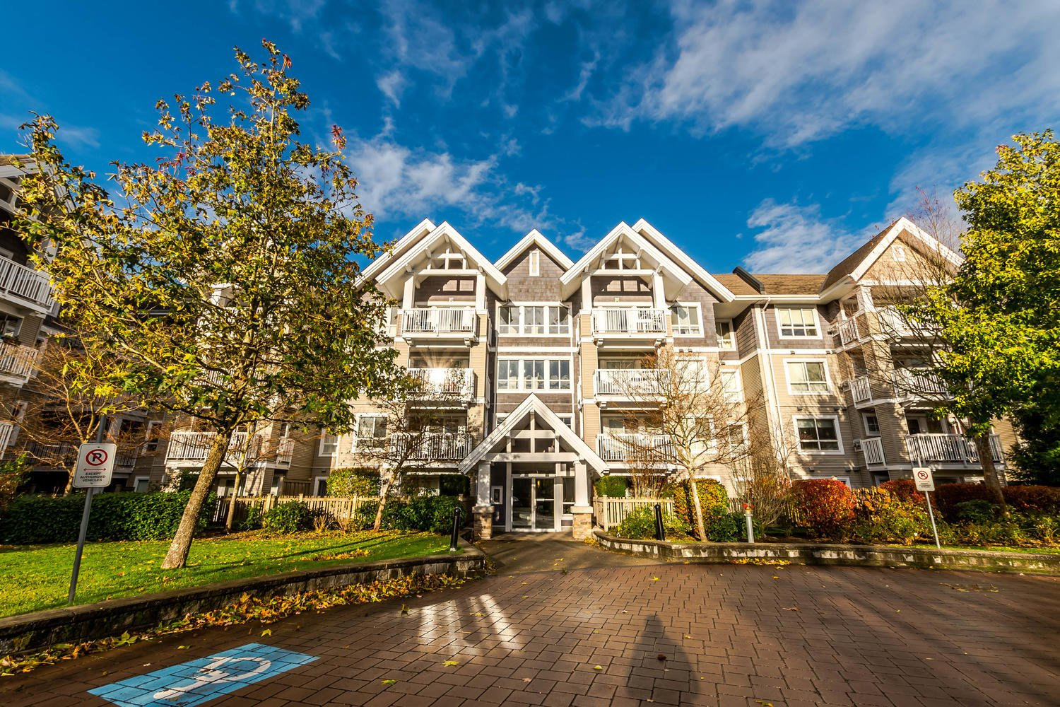 Photo 1: Photos: #408 20750 Duncan Way: Langley City Condo for sale (Langley)  : MLS®# R2221641