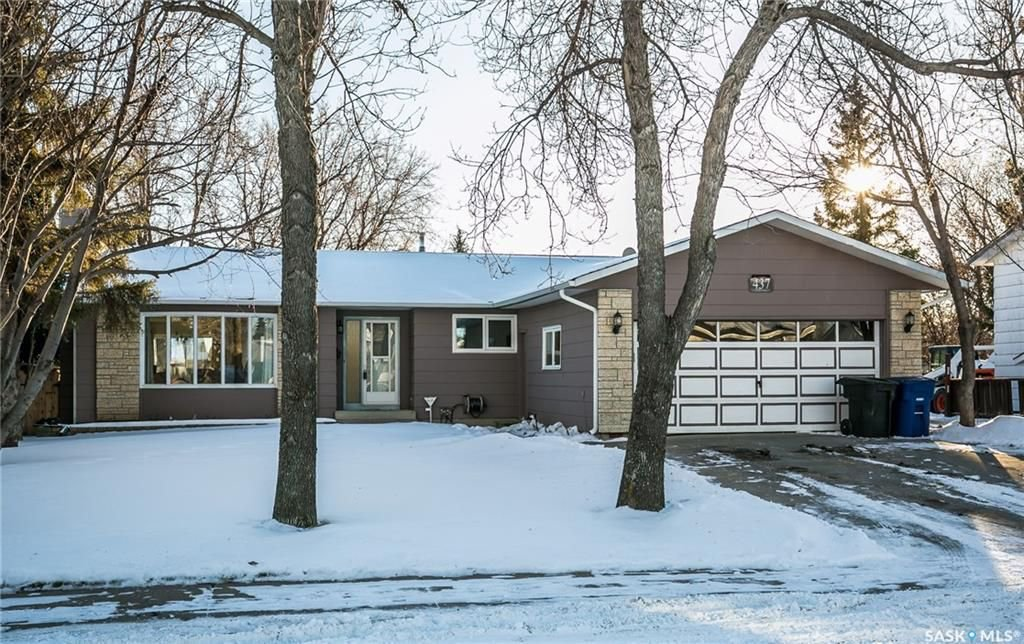 Main Photo: 437 COCKBURN Crescent in Saskatoon: Pacific Heights Residential for sale : MLS®# SK713617