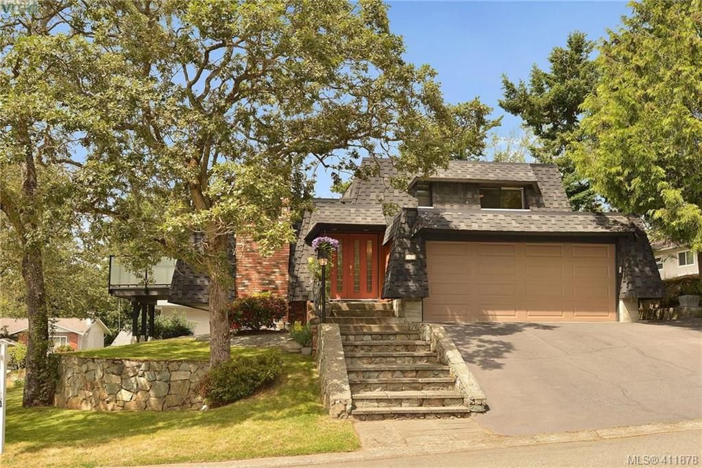 Main Photo: 994 Landeen Place in VICTORIA: SE Quadra Single Family Detached for sale (Saanich East)  : MLS®# 411878