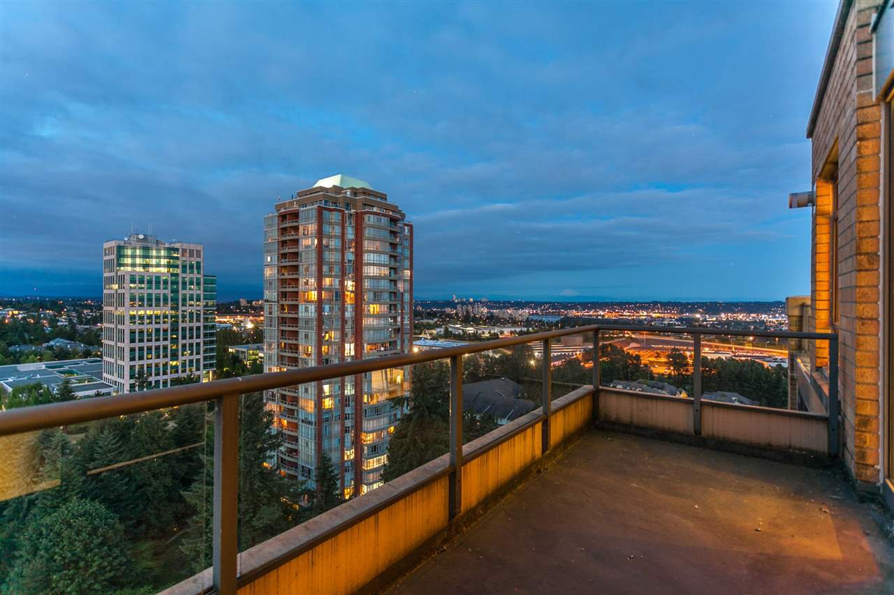 "Photo 17: Photos: 2003 7388 SANDBORNE Avenue in Burnaby: South Slope Condo for sale in ""Mayfair Place"" (Burnaby South)  : MLS®# R2380686"