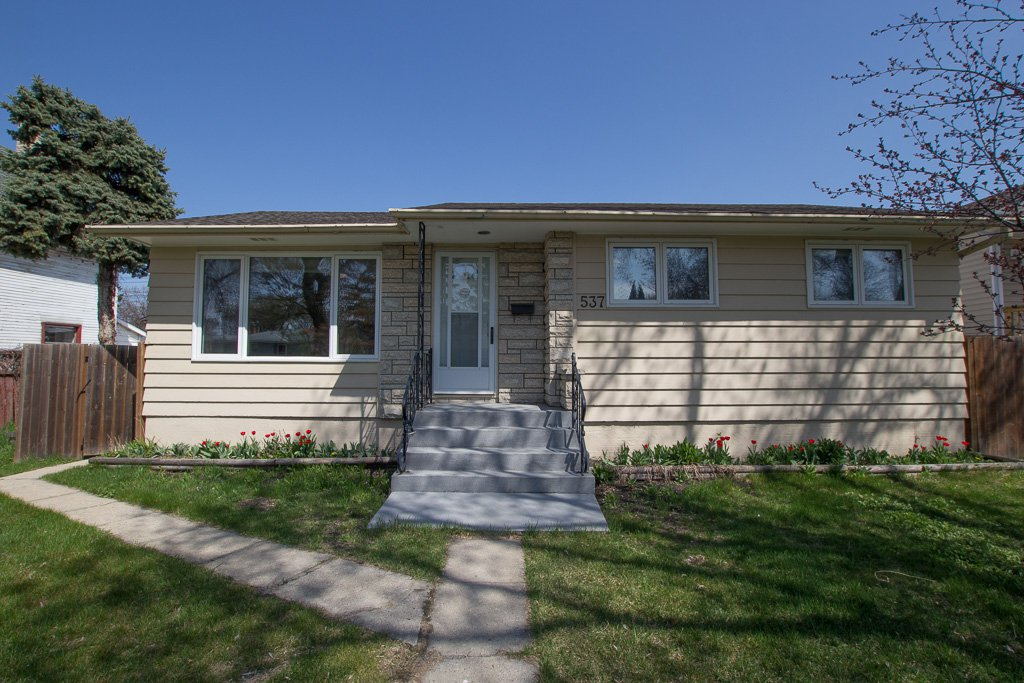 Main Photo: 537 East Victoria Avenue in Winnipeg: East Transcona House for sale (3M)  : MLS®# 1910502