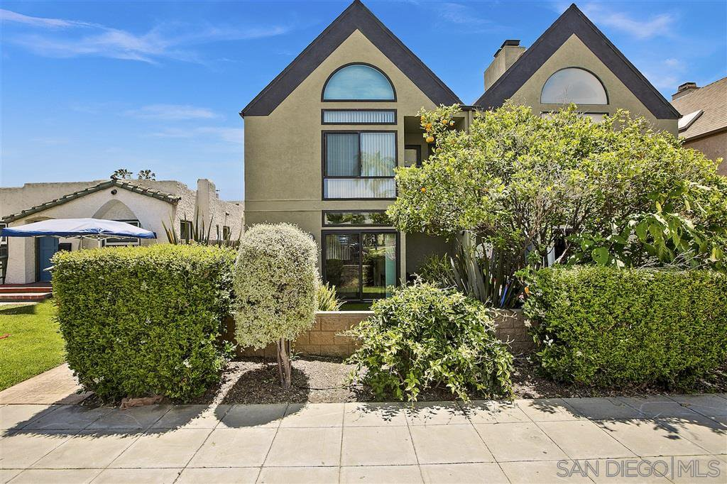 Main Photo: PACIFIC BEACH Townhome for sale : 3 bedrooms : 935 Beryl St #2 in San Diego