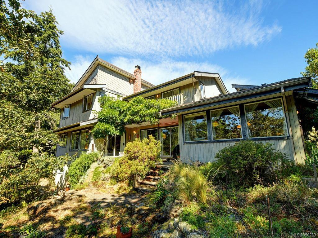 Main Photo: 1717 Woodsend Dr in : SW Prospect Lake House for sale (Saanich West)  : MLS®# 850289