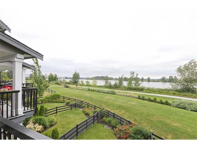 """Main Photo: 30 19490 FRASER Way in Pitt Meadows: South Meadows Townhouse for sale in """"KINGFISHER"""" : MLS®# V901912"""
