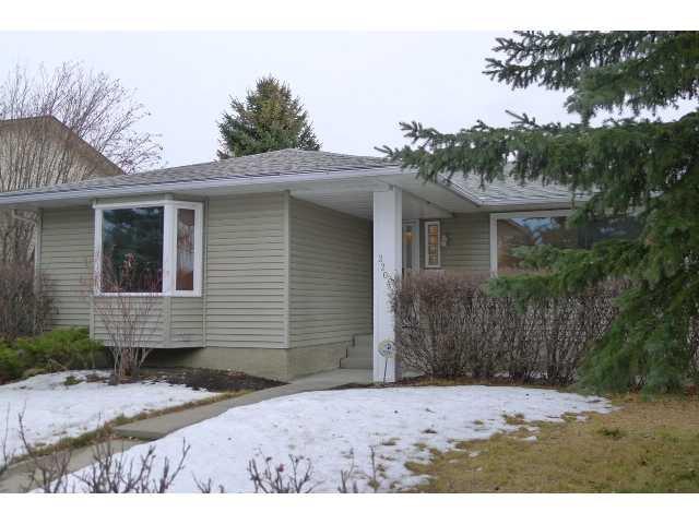 Main Photo: 2204 65 Street NE in Calgary: Pineridge Residential Detached Single Family for sale : MLS®# C3646064