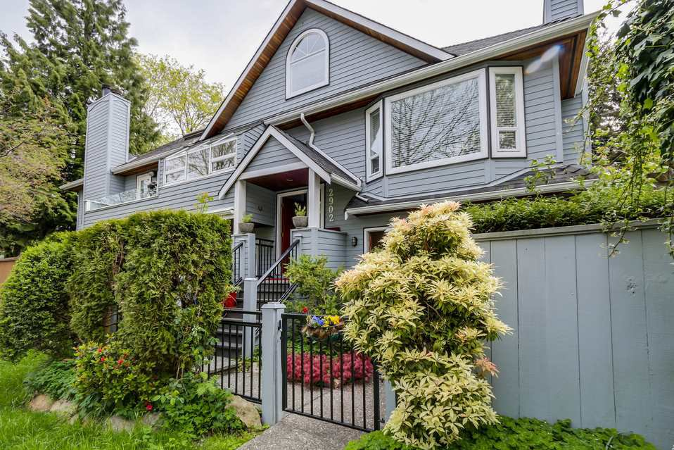 Photo 2: Photos: 2902 YEW Street in Vancouver: Kitsilano 1/2 Duplex for sale (Vancouver West)  : MLS®# R2058688