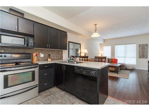 Main Photo: 106 3915 Carey Rd in VICTORIA: SW Tillicum Condo for sale (Saanich West)  : MLS®# 728497