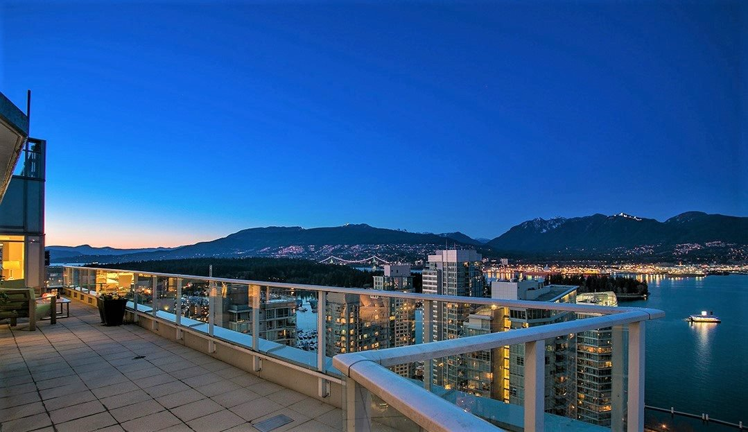 """Main Photo: PH1 1188 W PENDER Street in Vancouver: Coal Harbour Condo for sale in """"The Sapphire"""" (Vancouver West)  : MLS®# R2142492"""