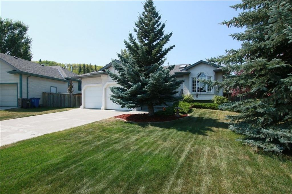 Main Photo: 8 BOW Court: Cochrane House for sale : MLS®# C4132699