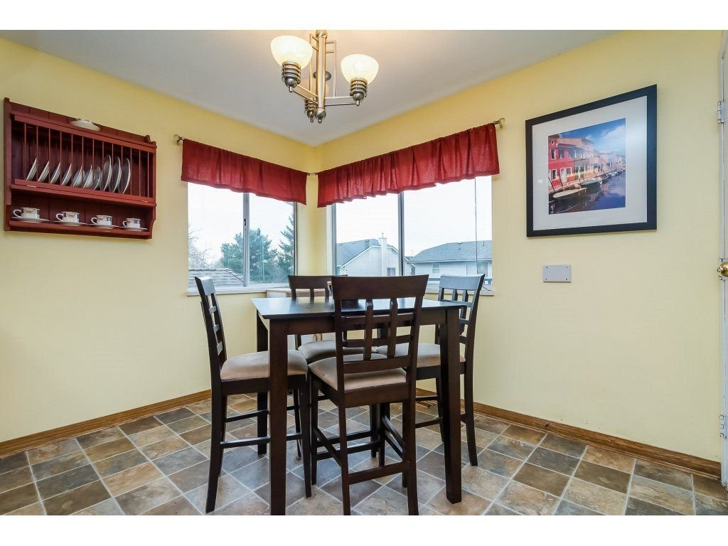 """Photo 9: Photos: 6091 187 Street in Surrey: Cloverdale BC House for sale in """"Eagle Crest"""" (Cloverdale)  : MLS®# R2229624"""