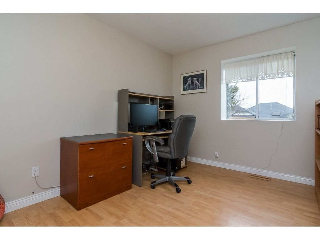 """Photo 15: Photos: 6091 187 Street in Surrey: Cloverdale BC House for sale in """"Eagle Crest"""" (Cloverdale)  : MLS®# R2229624"""