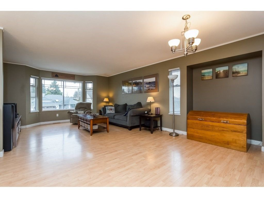 """Photo 3: Photos: 6091 187 Street in Surrey: Cloverdale BC House for sale in """"Eagle Crest"""" (Cloverdale)  : MLS®# R2229624"""