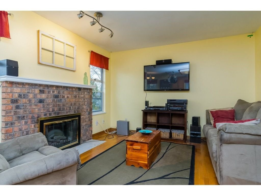 """Photo 10: Photos: 6091 187 Street in Surrey: Cloverdale BC House for sale in """"Eagle Crest"""" (Cloverdale)  : MLS®# R2229624"""