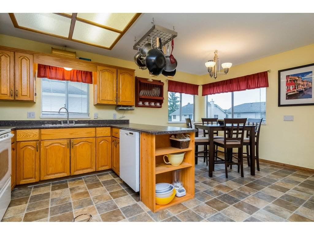 """Photo 7: Photos: 6091 187 Street in Surrey: Cloverdale BC House for sale in """"Eagle Crest"""" (Cloverdale)  : MLS®# R2229624"""