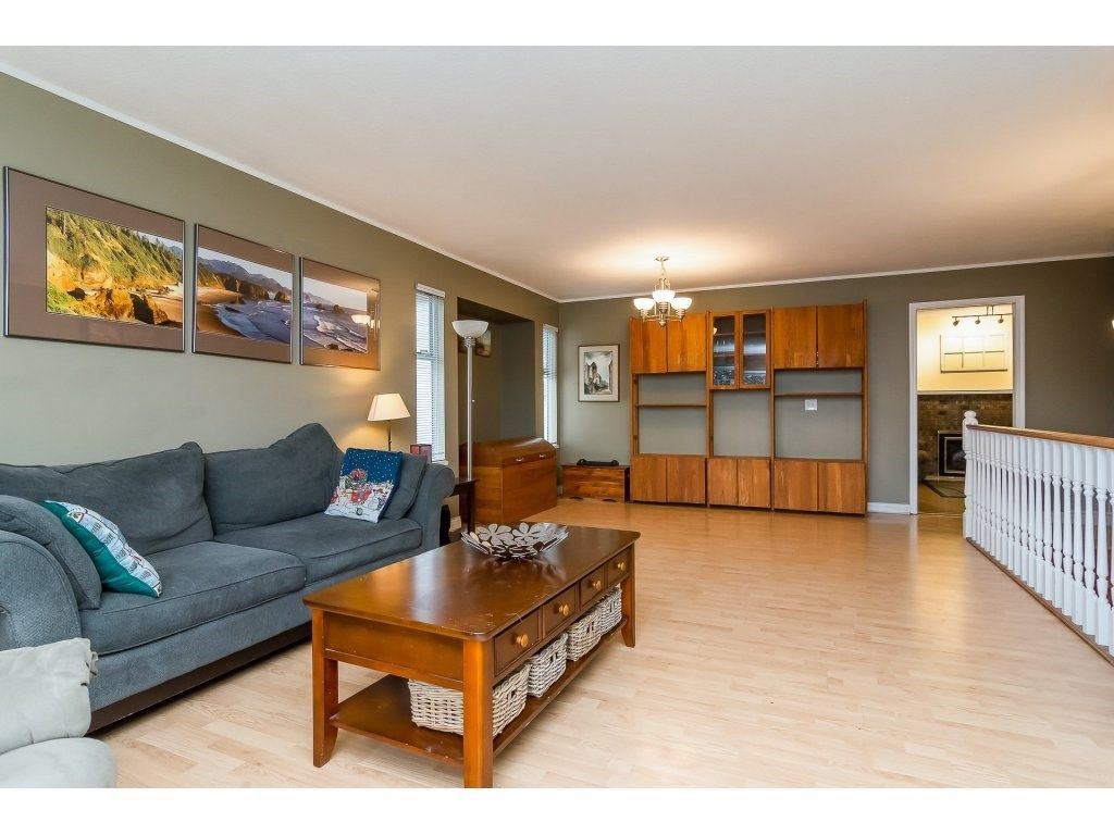 """Photo 6: Photos: 6091 187 Street in Surrey: Cloverdale BC House for sale in """"Eagle Crest"""" (Cloverdale)  : MLS®# R2229624"""