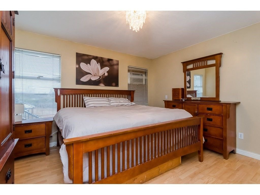 """Photo 13: Photos: 6091 187 Street in Surrey: Cloverdale BC House for sale in """"Eagle Crest"""" (Cloverdale)  : MLS®# R2229624"""