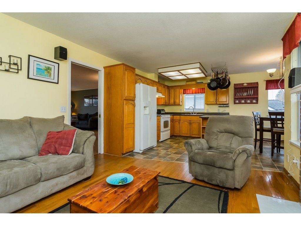 """Photo 12: Photos: 6091 187 Street in Surrey: Cloverdale BC House for sale in """"Eagle Crest"""" (Cloverdale)  : MLS®# R2229624"""