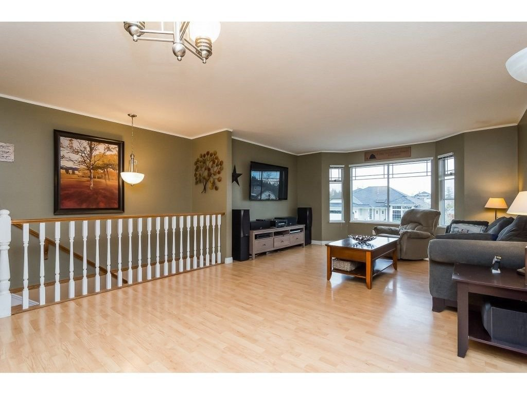 """Photo 4: Photos: 6091 187 Street in Surrey: Cloverdale BC House for sale in """"Eagle Crest"""" (Cloverdale)  : MLS®# R2229624"""