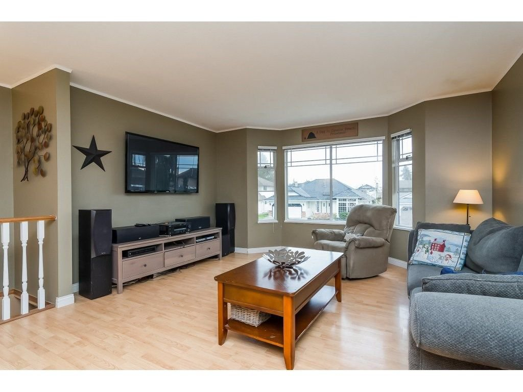 """Photo 5: Photos: 6091 187 Street in Surrey: Cloverdale BC House for sale in """"Eagle Crest"""" (Cloverdale)  : MLS®# R2229624"""