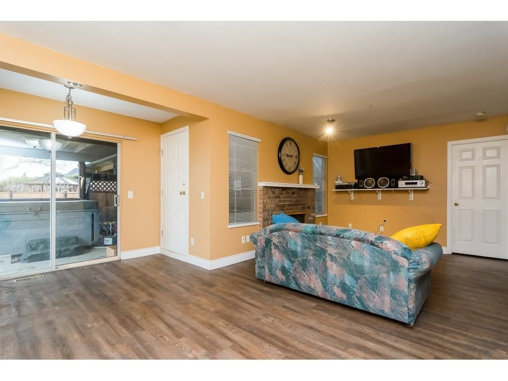 """Photo 17: Photos: 6091 187 Street in Surrey: Cloverdale BC House for sale in """"Eagle Crest"""" (Cloverdale)  : MLS®# R2229624"""