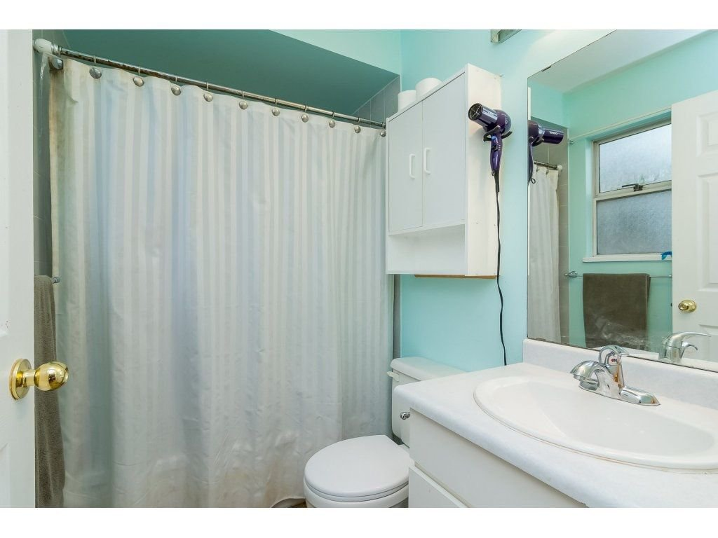 """Photo 14: Photos: 6091 187 Street in Surrey: Cloverdale BC House for sale in """"Eagle Crest"""" (Cloverdale)  : MLS®# R2229624"""