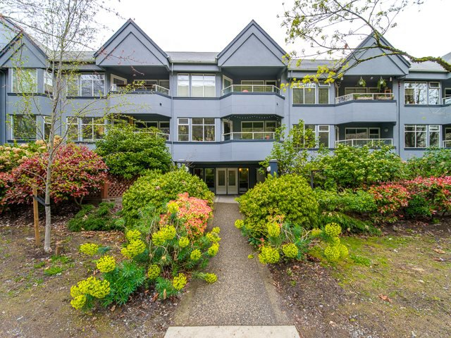 "Main Photo: 312 925 W 10TH Avenue in Vancouver: Fairview VW Condo for sale in ""LAUREL PLACE"" (Vancouver West)  : MLS®# R2357520"