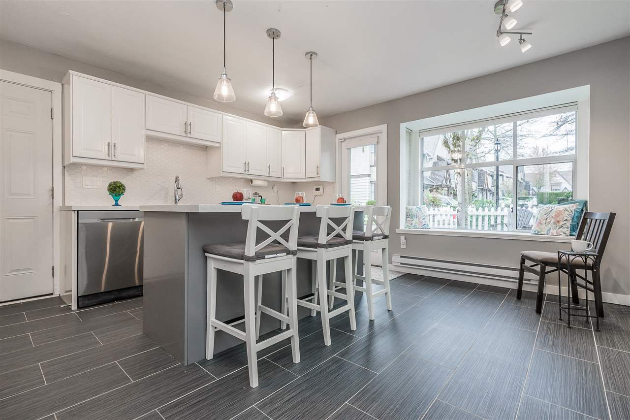 "Photo 3: Photos: 92 12099 237 Street in Maple Ridge: East Central Townhouse for sale in ""GABRIOLA"" : MLS®# R2359196"