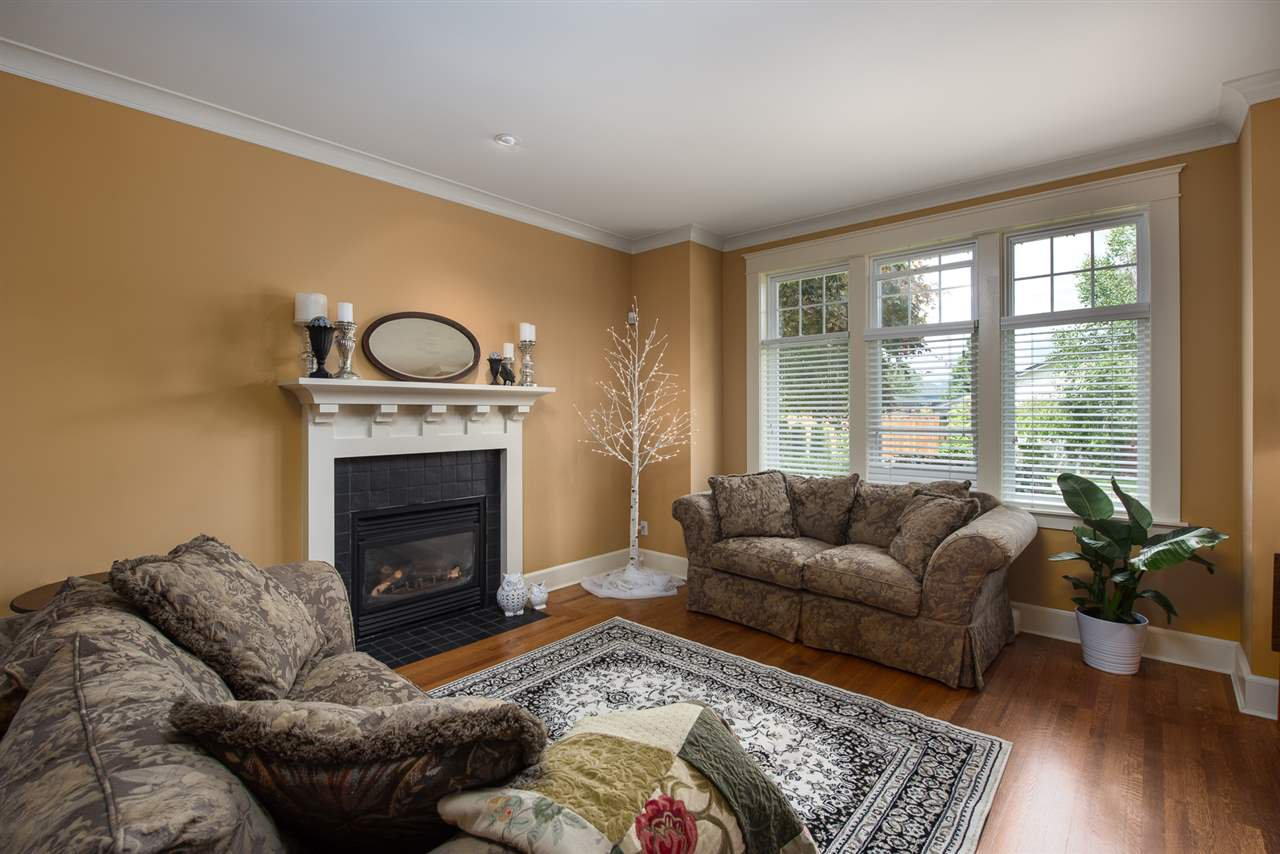 Photo 6: Photos: 902 CHILLIWACK Street in New Westminster: The Heights NW House for sale : MLS®# R2376935