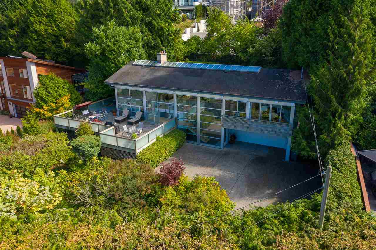 """Main Photo: 2796 BAYVIEW Street in Surrey: Crescent Bch Ocean Pk. House for sale in """"Crescent Beach"""" (South Surrey White Rock)  : MLS®# R2402471"""