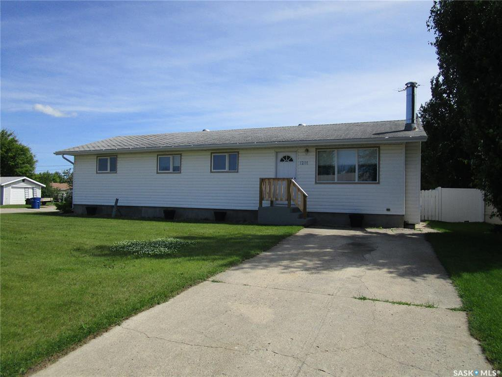 Main Photo: 1201 2nd Street West in Nipawin: Residential for sale : MLS®# SK785830