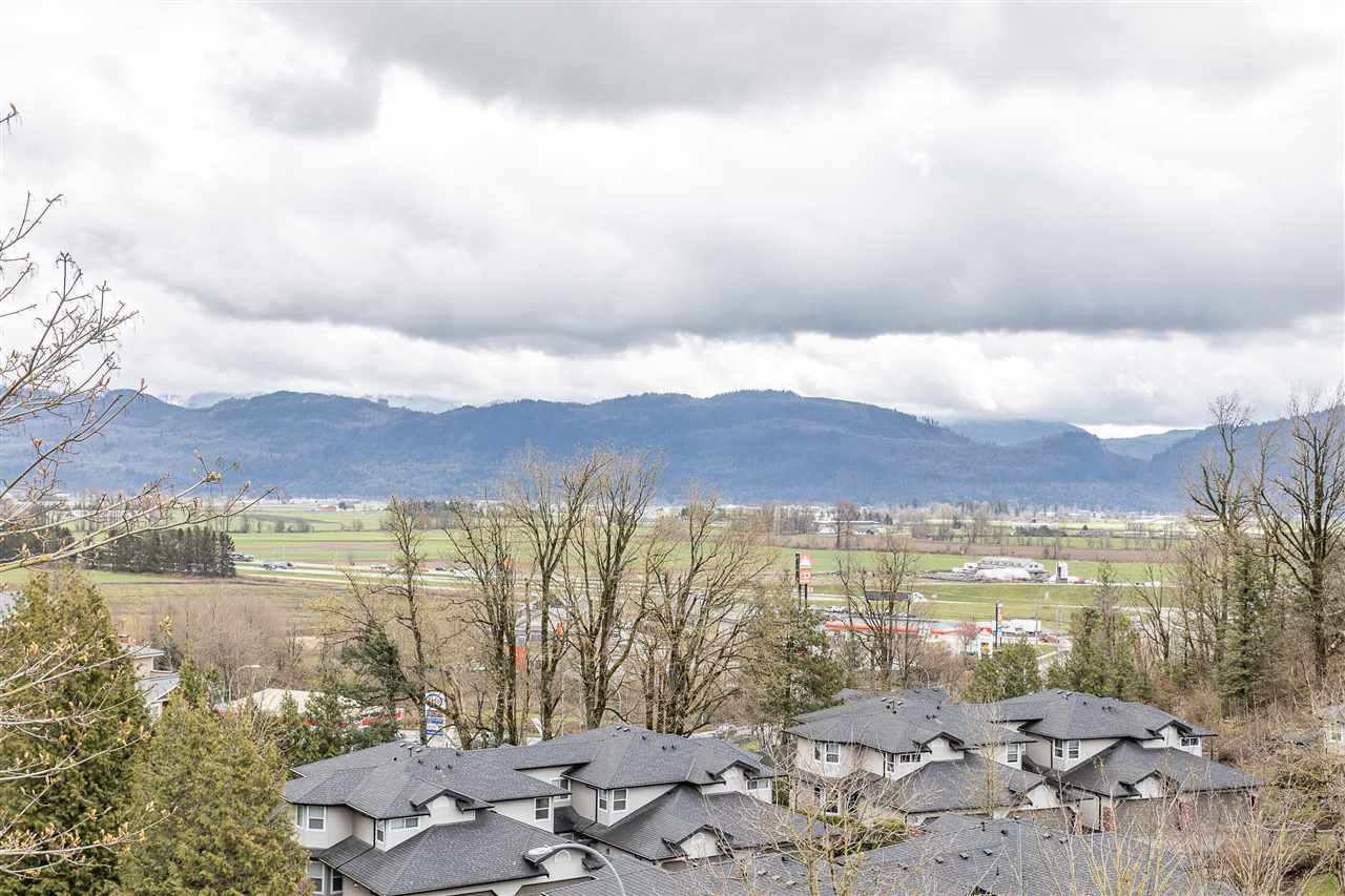"""Photo 30: Photos: 2 36130 WATERLEAF Place in Abbotsford: Abbotsford East Townhouse for sale in """"Vantage South"""" : MLS®# R2471075"""