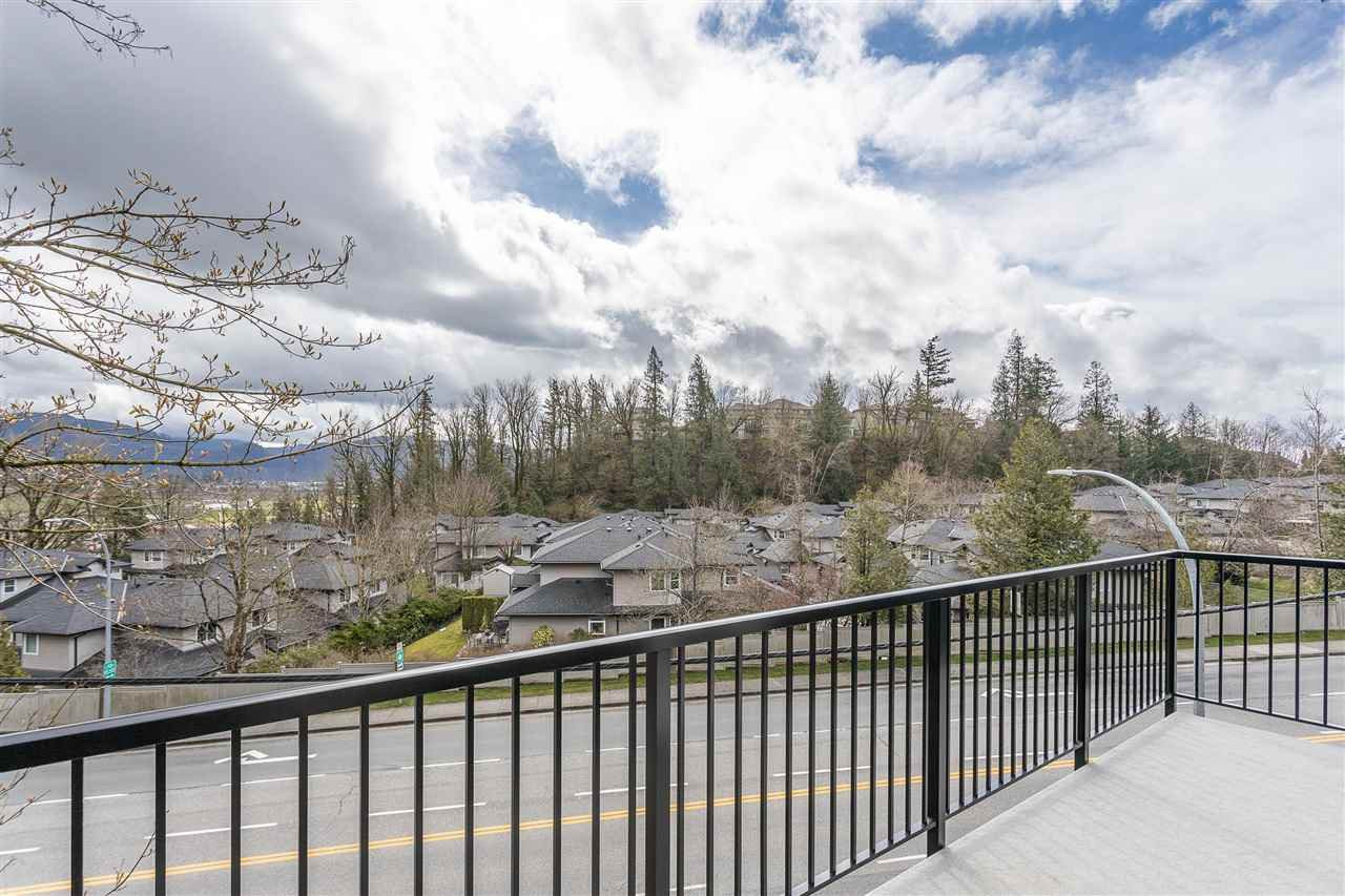 """Photo 33: Photos: 2 36130 WATERLEAF Place in Abbotsford: Abbotsford East Townhouse for sale in """"Vantage South"""" : MLS®# R2471075"""