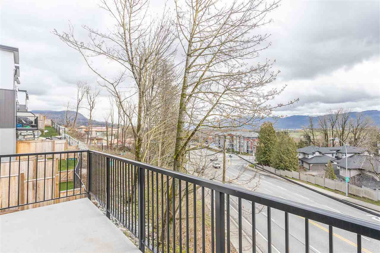 """Photo 31: Photos: 2 36130 WATERLEAF Place in Abbotsford: Abbotsford East Townhouse for sale in """"Vantage South"""" : MLS®# R2471075"""