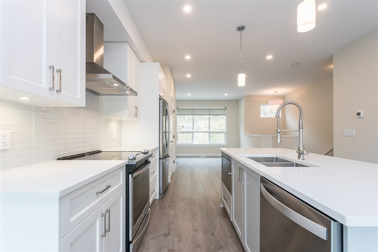 """Photo 7: Photos: 2 36130 WATERLEAF Place in Abbotsford: Abbotsford East Townhouse for sale in """"Vantage South"""" : MLS®# R2471075"""