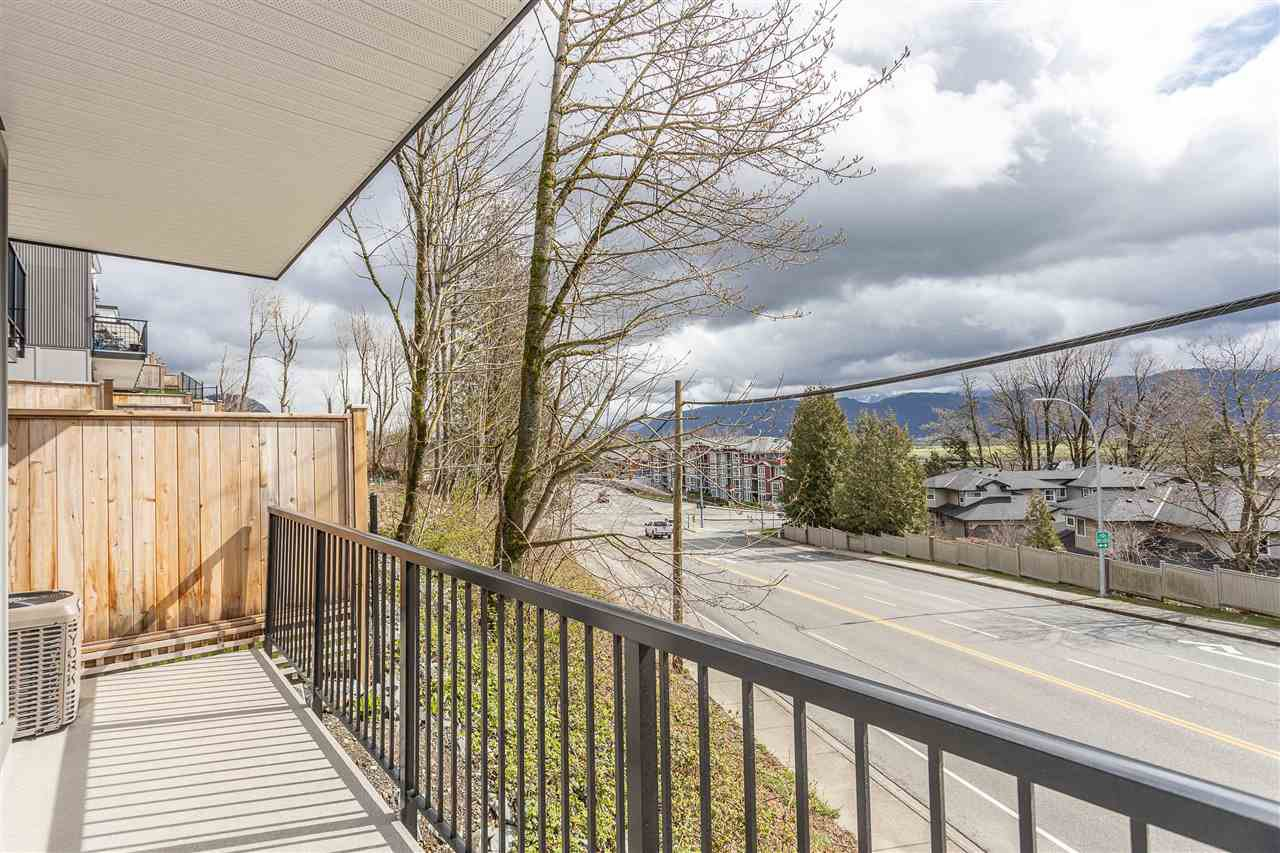 """Photo 37: Photos: 2 36130 WATERLEAF Place in Abbotsford: Abbotsford East Townhouse for sale in """"Vantage South"""" : MLS®# R2471075"""