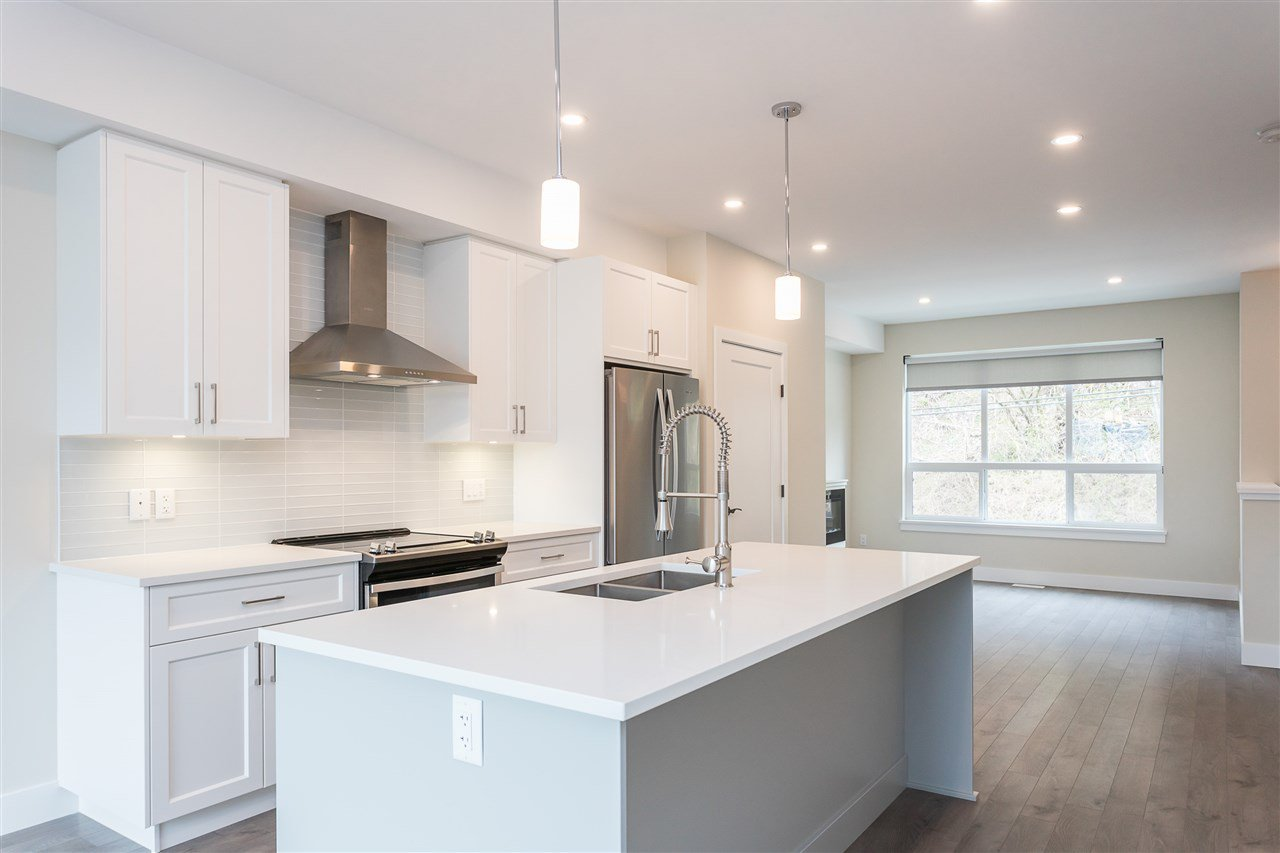"""Photo 6: Photos: 2 36130 WATERLEAF Place in Abbotsford: Abbotsford East Townhouse for sale in """"Vantage South"""" : MLS®# R2471075"""