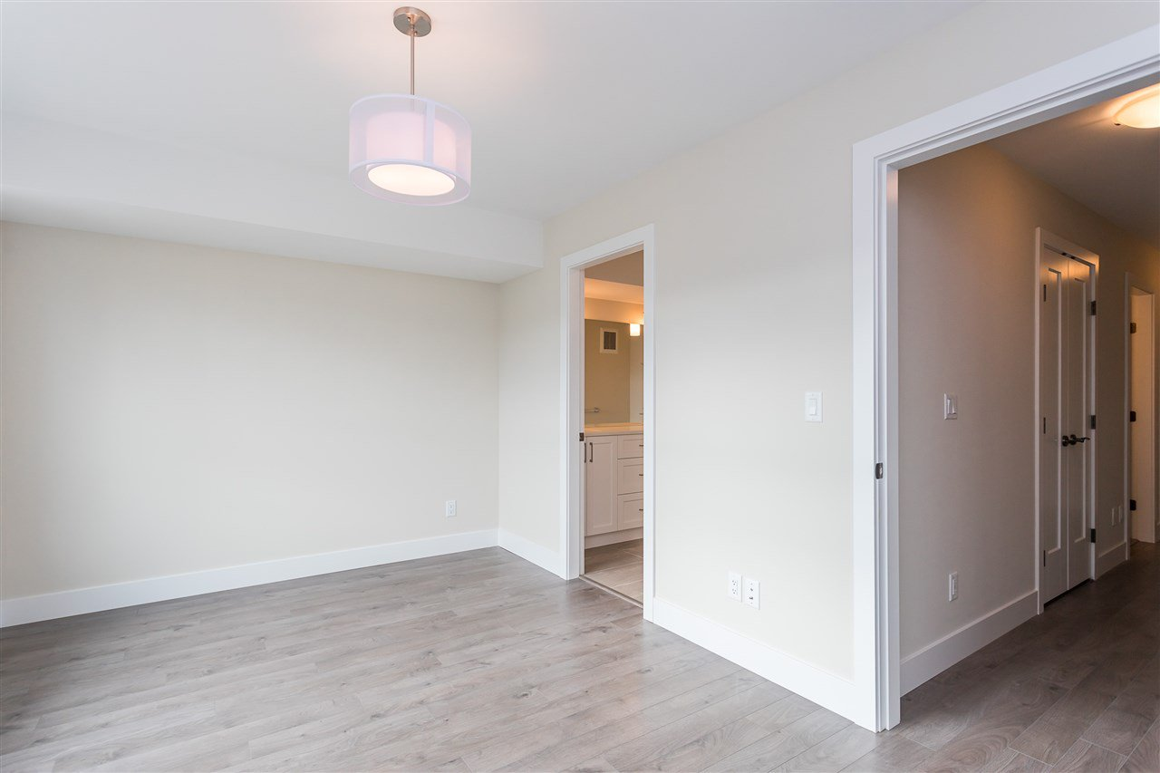 """Photo 21: Photos: 2 36130 WATERLEAF Place in Abbotsford: Abbotsford East Townhouse for sale in """"Vantage South"""" : MLS®# R2471075"""