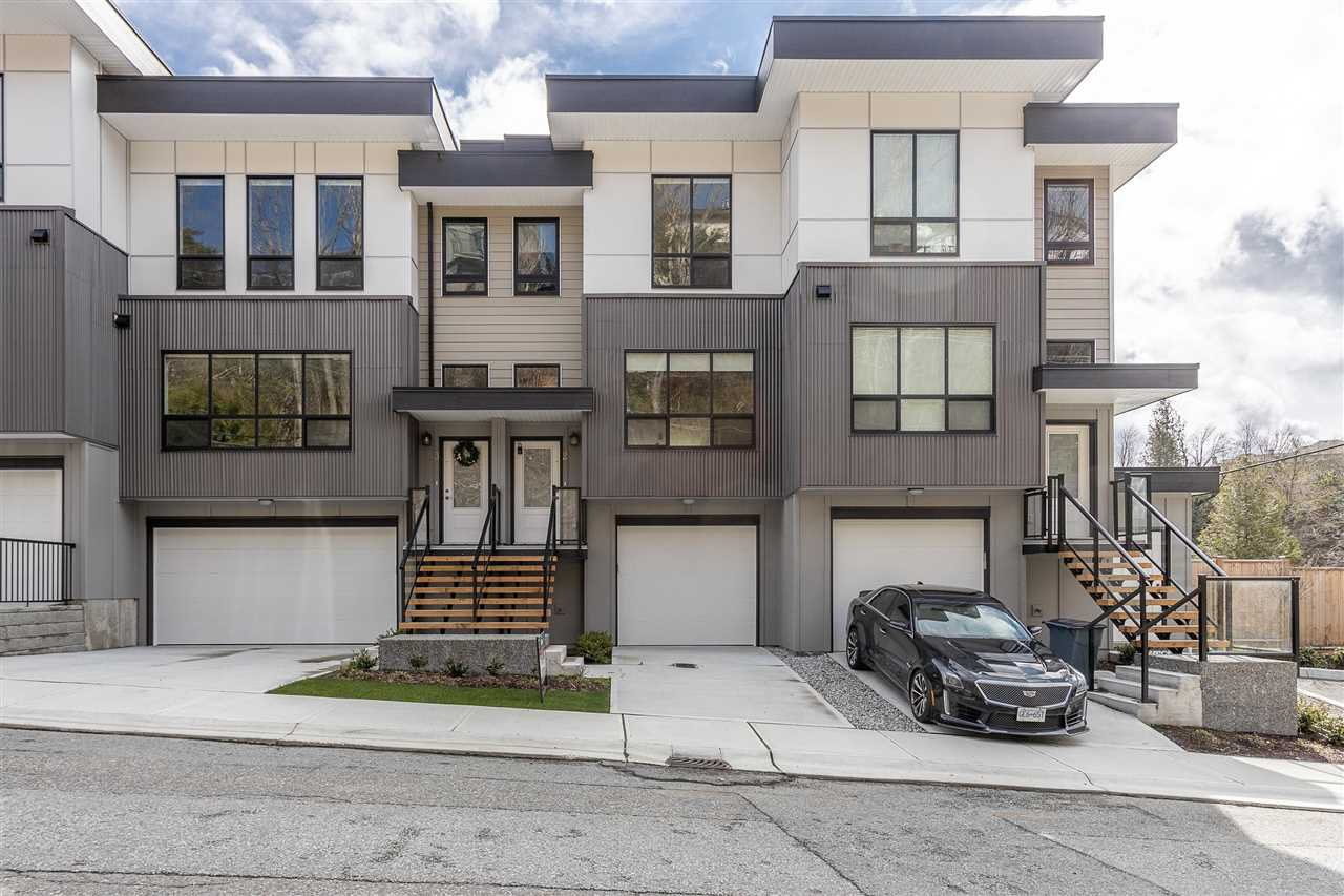 """Main Photo: 2 36130 WATERLEAF Place in Abbotsford: Abbotsford East Townhouse for sale in """"Vantage South"""" : MLS®# R2471075"""