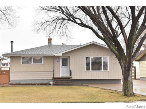 Main Photo: 67 MERLIN Crescent in Regina: Coronation Park Single Family Dwelling for sale (Regina Area 03)  : MLS®# 566828